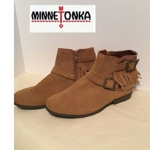 Minnetonka sz 7 booties tan suede fringe zipper